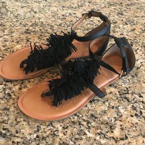 Old Navy black fringe t-strap sandals